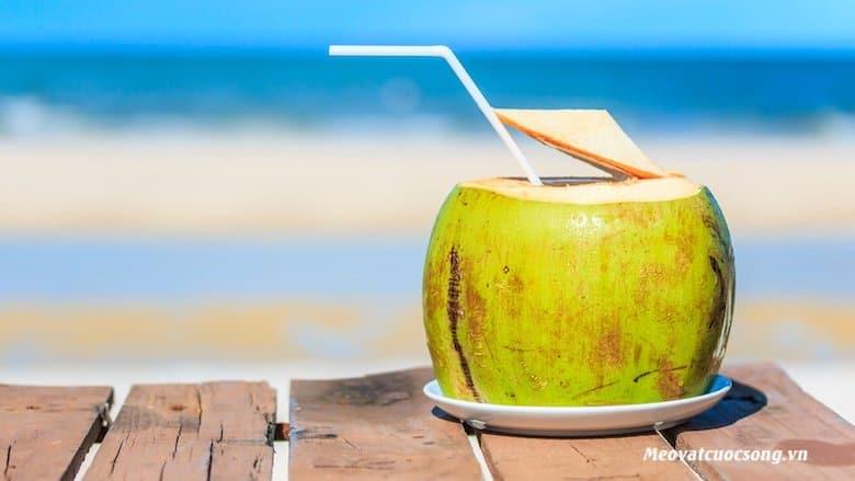 Nước dừa giúp trị rám nắng