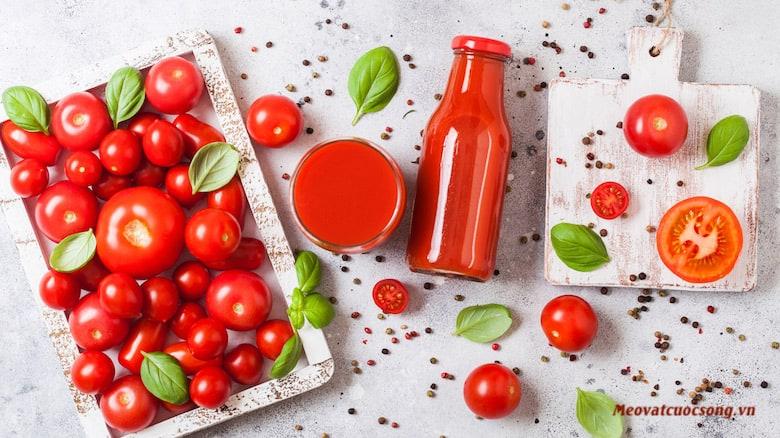 Nước ép cà chua trị mồ hôi tay