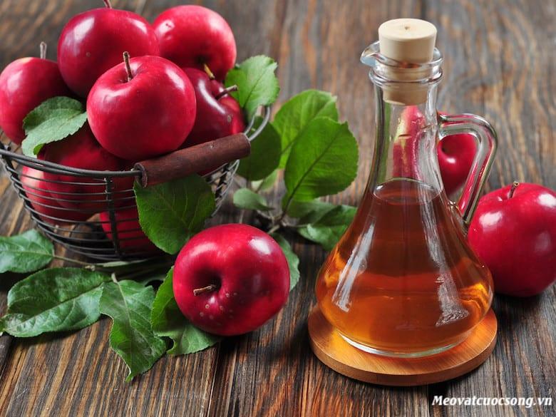 Sử dụng giấm táo trị mụn cóc