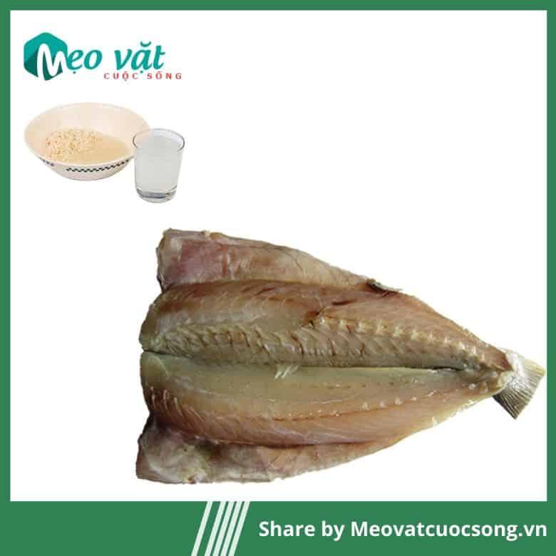 Nước vo gạo giảm độ mặn của cá